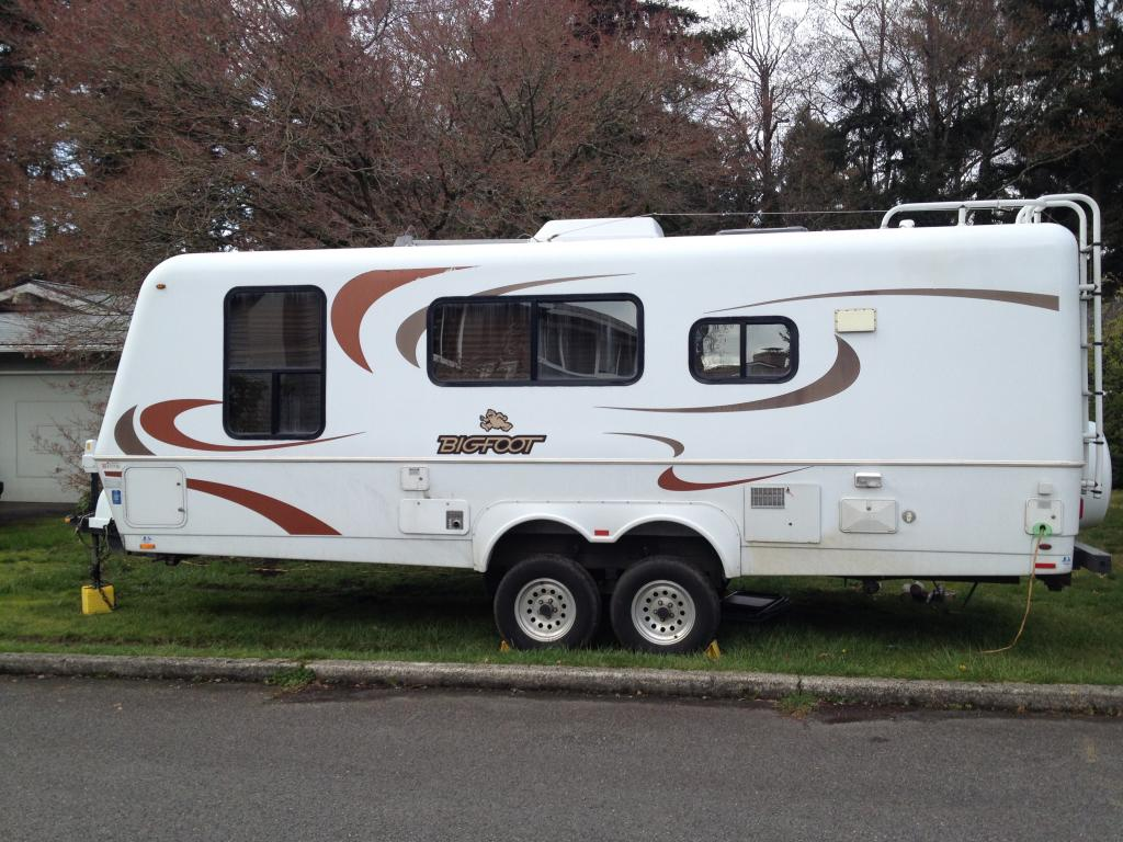 SOLD 2009 Bigfoot 25' 25B25FB (Front Bed) Travel Trailer